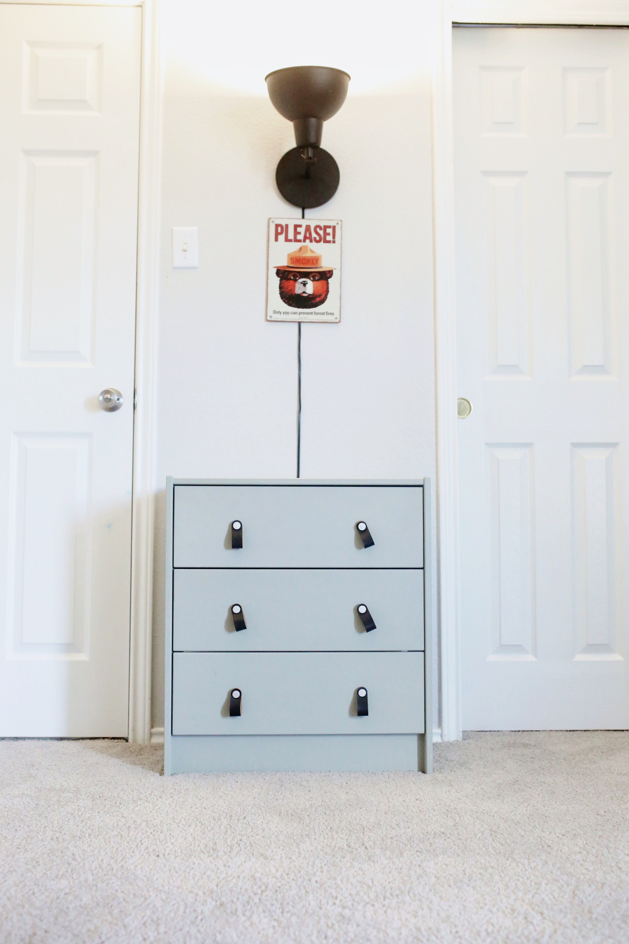 Boys camping themed room | JillKrause.com